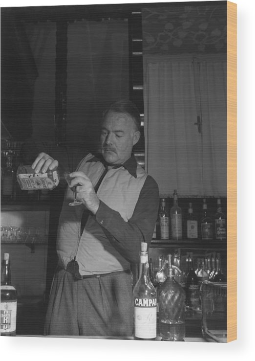 Ernest Hemingway Wood Print featuring the photograph Bartendering by Archivio Cameraphoto Epoche