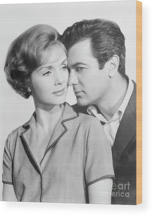 People Wood Print featuring the photograph Debbie Reynolds And Tony Curtis by Bettmann