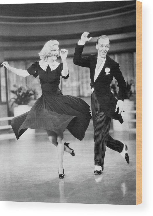Fred Astaire And Ginger Rogers Dancing Wood Print By Bettmann