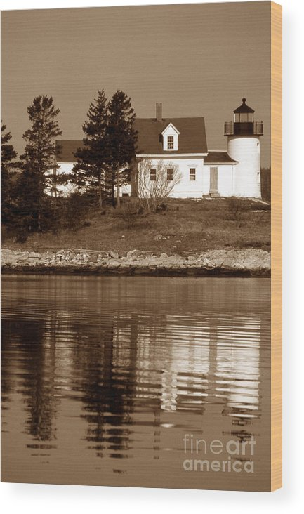 Lighthouses Wood Print featuring the photograph Pumpkin Island Lighthouse by Skip Willits