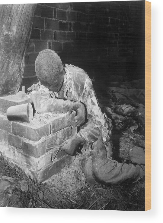 History Wood Print featuring the photograph A Victim Of The Gardelegen Massacre by Everett