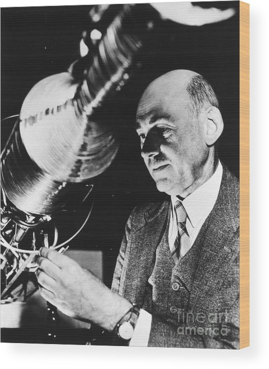 1940 Wood Print featuring the photograph Robert Hutchings Goddard by Granger