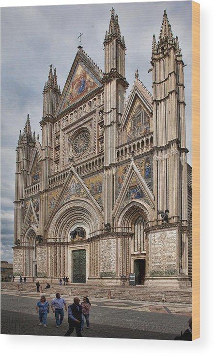 Duomo Wood Print featuring the photograph Duomo Orvieto Italy by Hugh Smith
