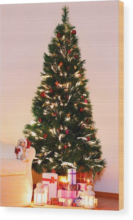 Lighted Christmas Tree.Lighted Christmas Tree With Presents Underneath In Living Room Wood Print