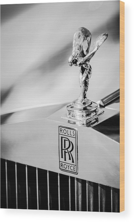Rolls-royce Hood Ornament Wood Print featuring the photograph Rolls-royce Hood Ornament -782bw by Jill Reger