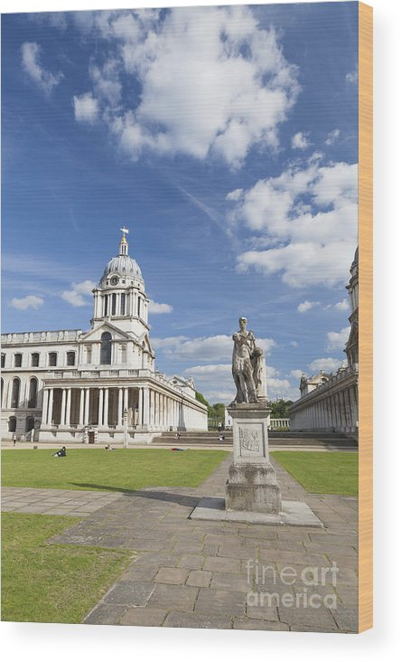England Wood Print featuring the photograph Statue Of King George II As A Roman Emperor In Greenwich by Roberto Morgenthaler