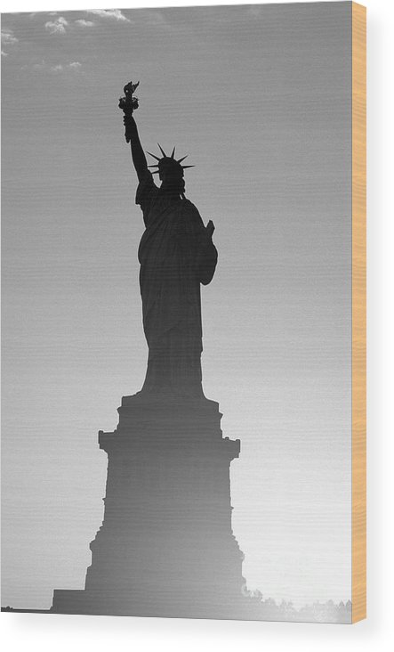 Statue Of Liberty Wood Print featuring the photograph Statue Of Liberty by Tony Cordoza