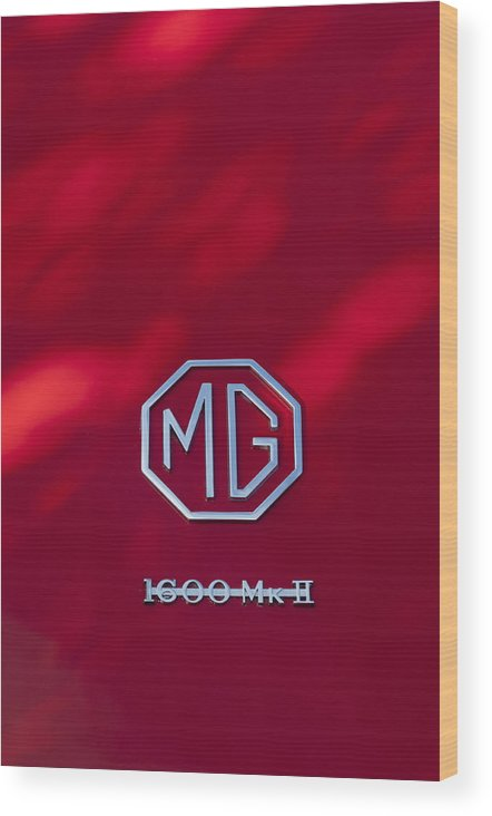 Mg 1600 Mk Ii Wood Print featuring the photograph Mg 1600 Mk II Emblem by Jill Reger