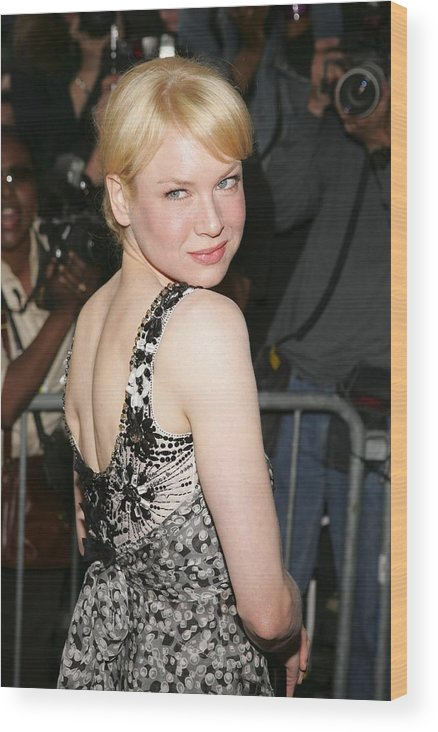 2000s Portraits Wood Print featuring the photograph Renee Zellweger Wearing A Carolina by Everett