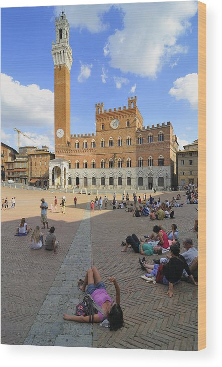 Siena Wood Print featuring the photograph Siena Italy - Piazza Del Campo by Matthias Hauser