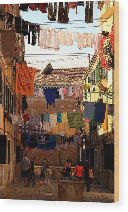 Venice Wood Print featuring the photograph Laundry Day In Venice by Michael Henderson