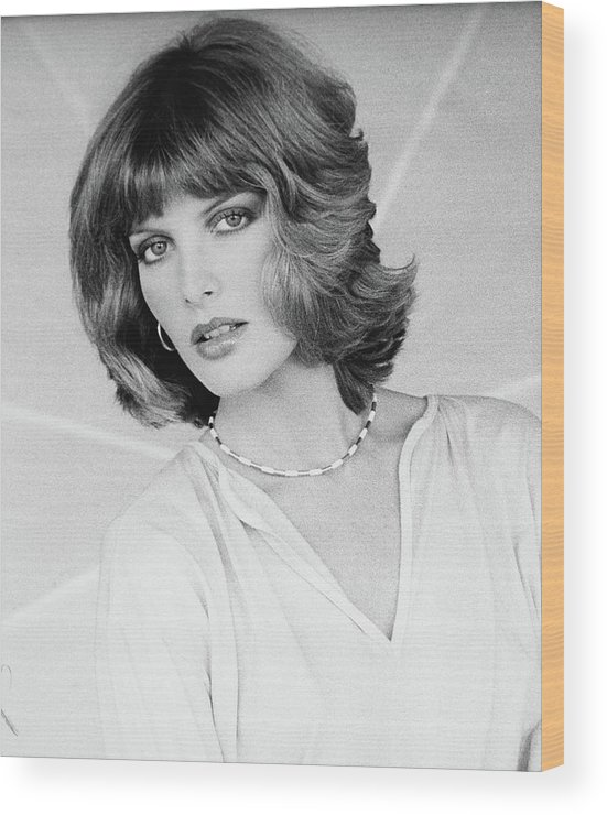 Rene Russo Wearing A Harry King Hairstyle Wood Print