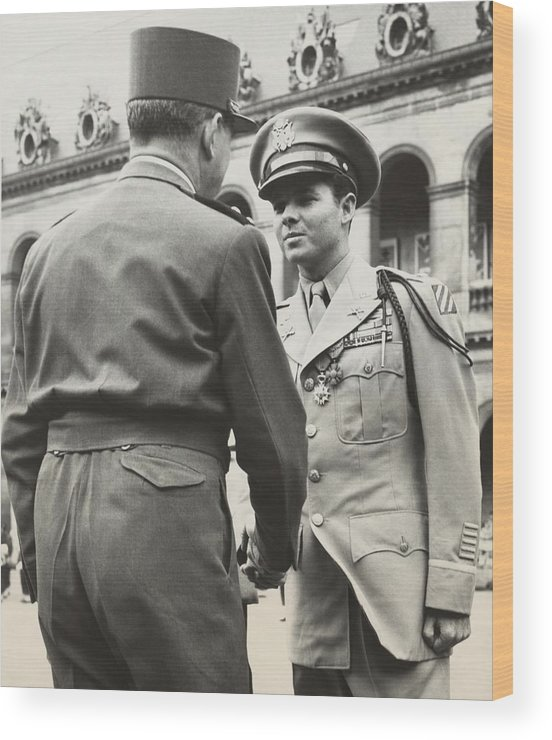 History Wood Print featuring the photograph Audie Murphy Shaking Hands With French by Everett