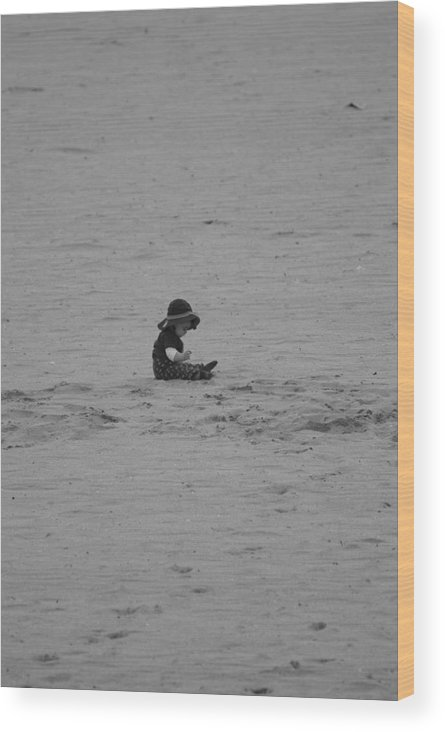 Black And White Wood Print featuring the photograph Baby In The Sand by Rob Hans