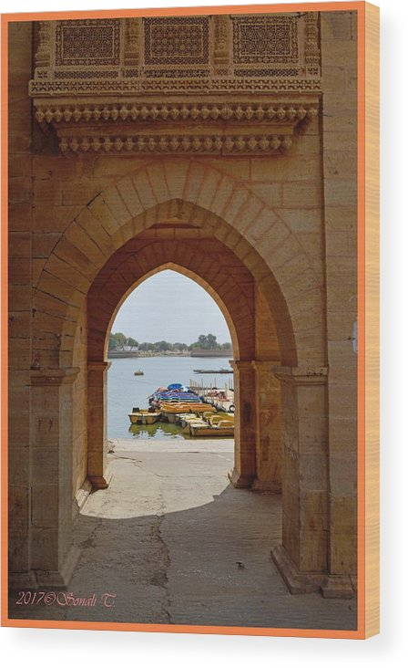 Gadisar Lake Wood Print featuring the photograph Glimpse Of Gadisar Lake by Sonali Gangane