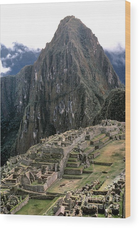 15th Century Wood Print featuring the photograph Peru: Machu Picchu by Granger