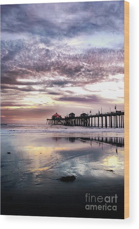 Huntingtonbeach Wood Print featuring the photograph Ruby's Diner On The Pier by K D Graves