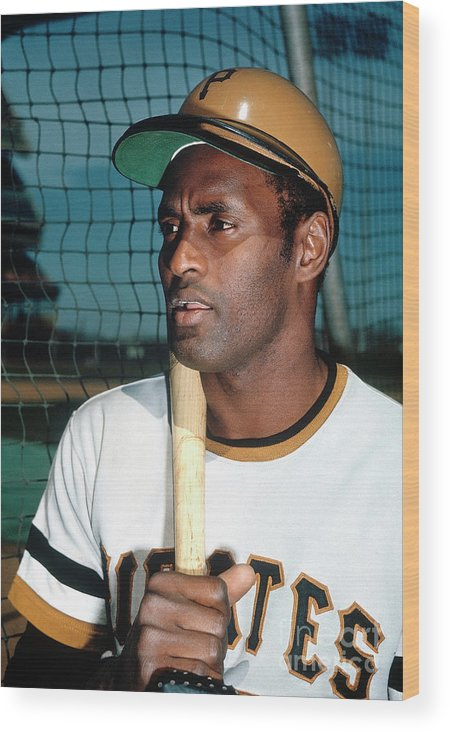 National League Baseball Wood Print featuring the photograph Roberto Clemente by Louis Requena