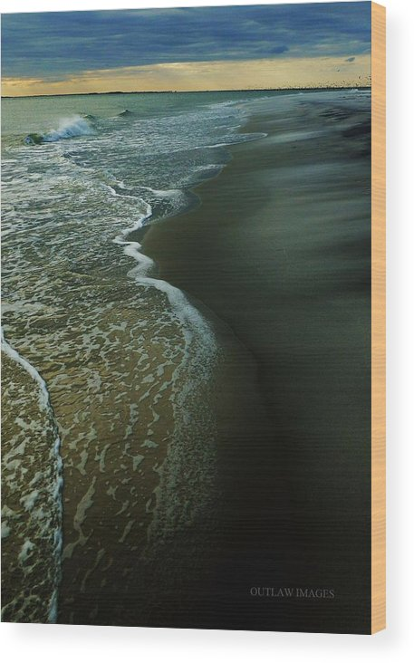 Ocean Wood Print featuring the photograph Early Evening Surf by Holly Dwyer