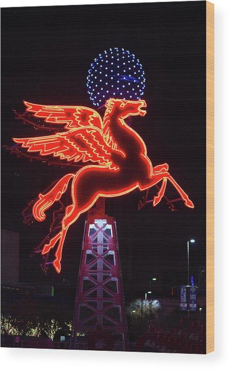 Pegasus Dallas Wood Print featuring the photograph Dallas Pegasus V1 121417 by Rospotte Photography