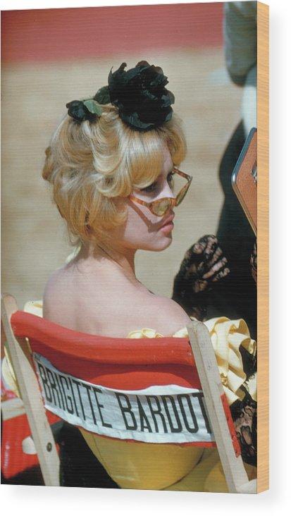 Brigitte Bardot Wood Print featuring the photograph Brigitte Bardot by Loomis Dean