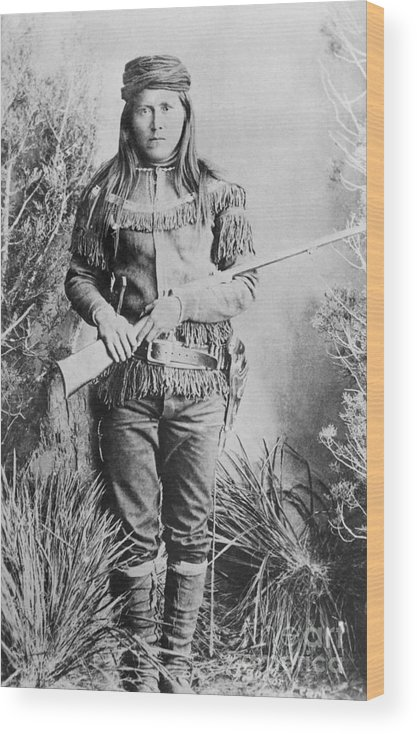 Rifle Wood Print featuring the photograph Peaches Holding Rifle by Bettmann
