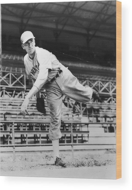 People Wood Print featuring the photograph Carl Hubbell by Hulton Archive