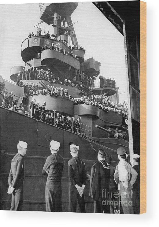 1940-1949 Wood Print featuring the photograph Sailors, Anticipating Shore Leave, Line by New York Daily News Archive
