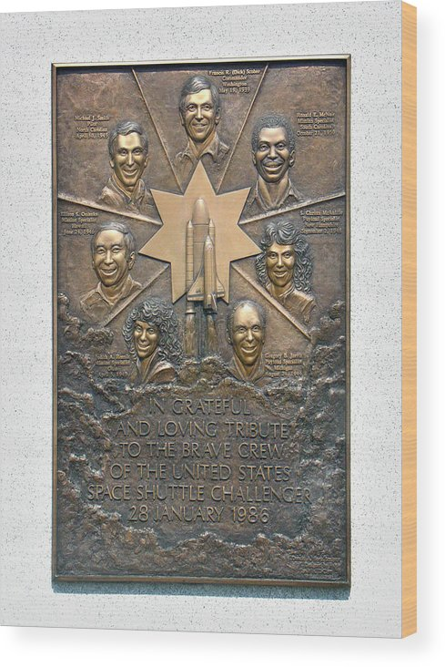 Challenger Memorial Wood Print featuring the photograph 'challenger' Memorial by Peter Bassett/science Photo Library