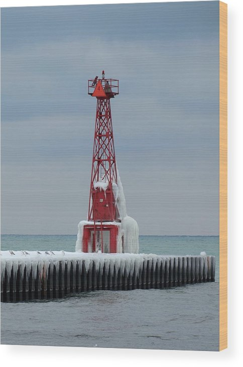 Red Wood Print featuring the photograph Pentwater Lighthouse by Helene Keehne