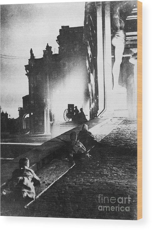1917 Wood Print featuring the photograph Russian Revolution, 1917 by Granger