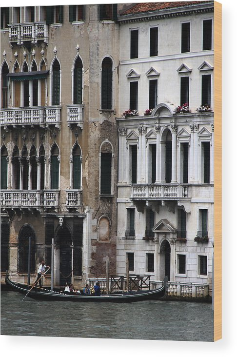 Venice Wood Print featuring the photograph Venice Gondolier 2 by Andrew Fare