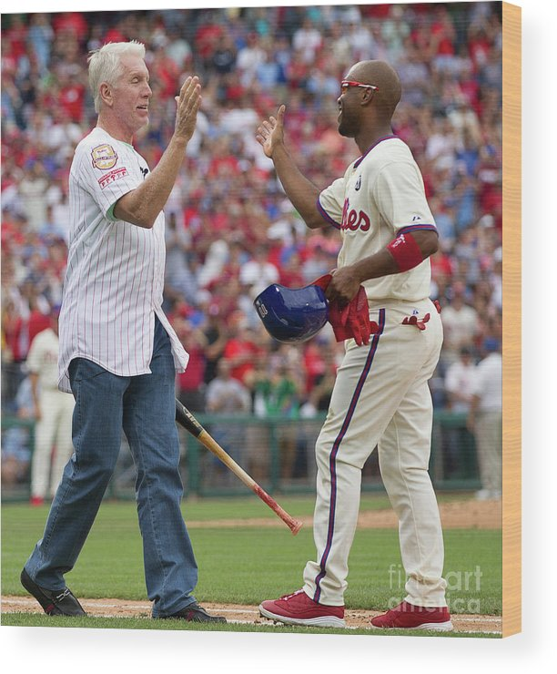 Citizens Bank Park Wood Print featuring the photograph Mike Schmidt And Jimmy Rollins by Mitchell Leff
