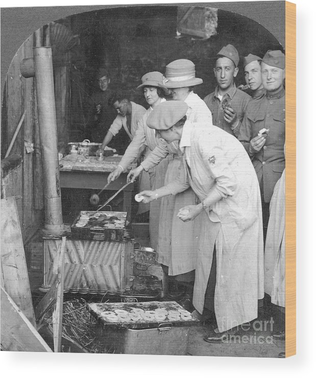 1918 Wood Print featuring the photograph Ymca Women Workers by Granger