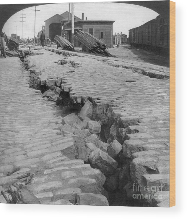 1906 Wood Print featuring the photograph San Francisco Earthquake by Granger