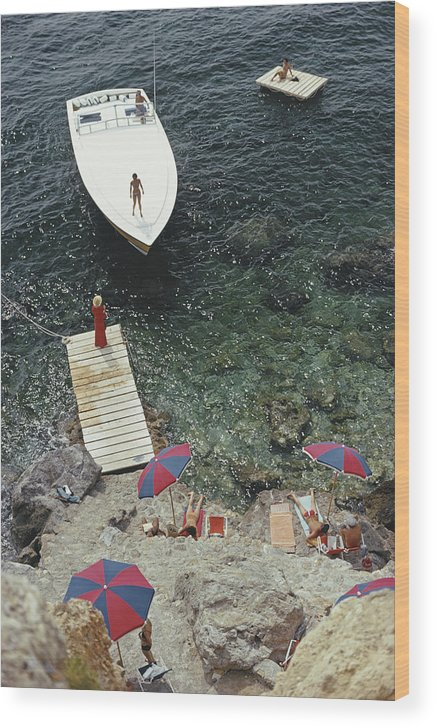 People Wood Print featuring the photograph Coming Ashore by Slim Aarons