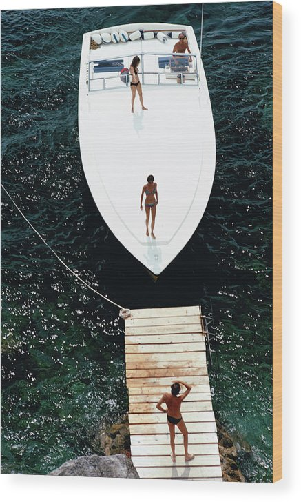 Motorboat Wood Print featuring the photograph Speedboat Landing by Slim Aarons