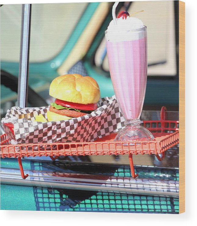Vintage Wood Print featuring the photograph Retro Diner. by Oscar Williams