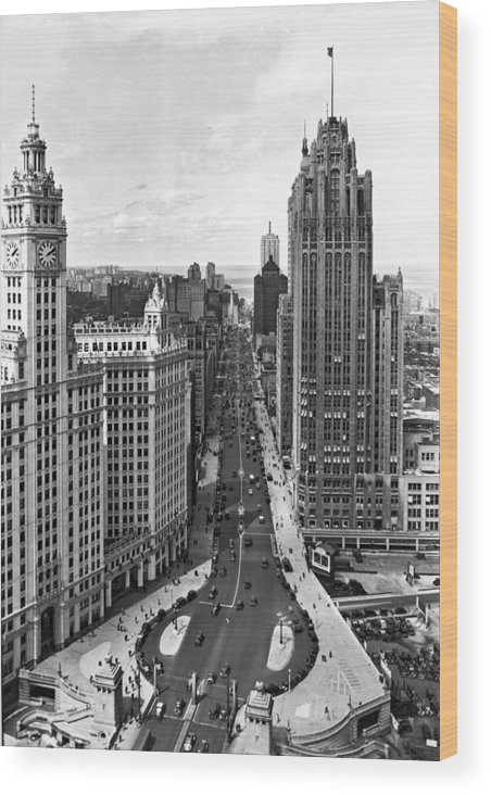 1930's Wood Print featuring the photograph Michigan Avenue In Chicago by Underwood Archives