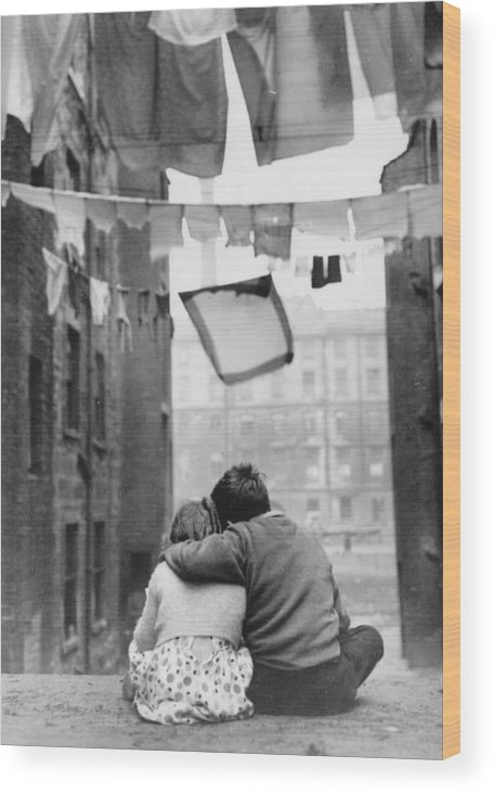 Child Wood Print featuring the photograph Glasgow Romance by Keystone