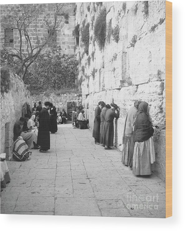 Palestinian Territories Wood Print featuring the photograph Jewish People At The Western Wall by Bettmann
