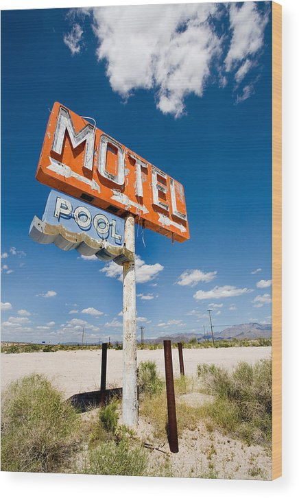 Arizona Wood Print featuring the photograph Abandoned Motel by Peter Tellone