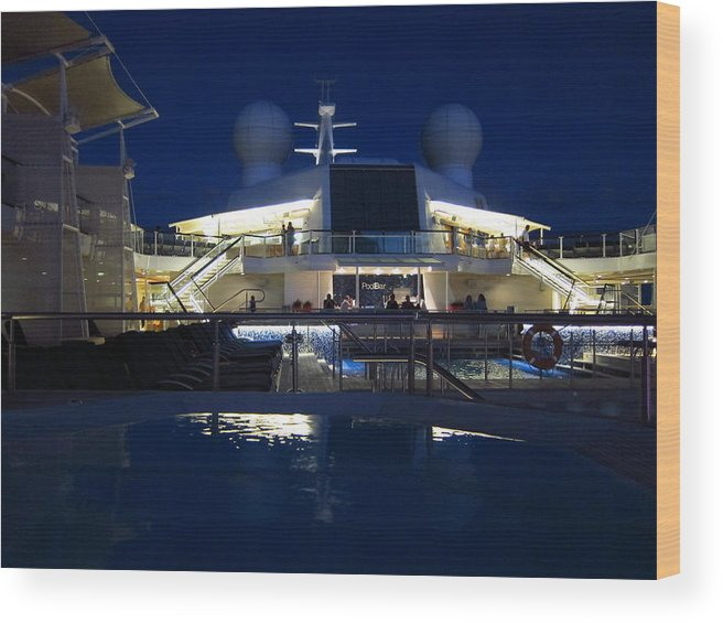 Cruise Wood Print featuring the photograph Caribbean Cruise - On Board Ship - 121235 by DC Photographer