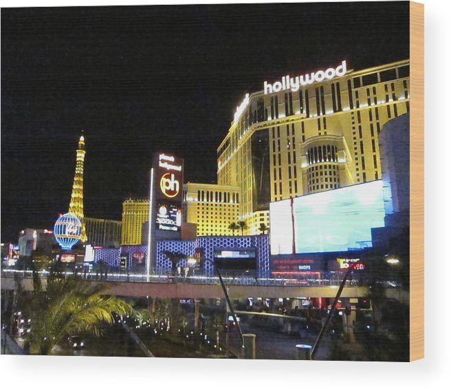 Las Wood Print featuring the photograph Las Vegas - Planet Hollywood Casino - 12124 by DC Photographer