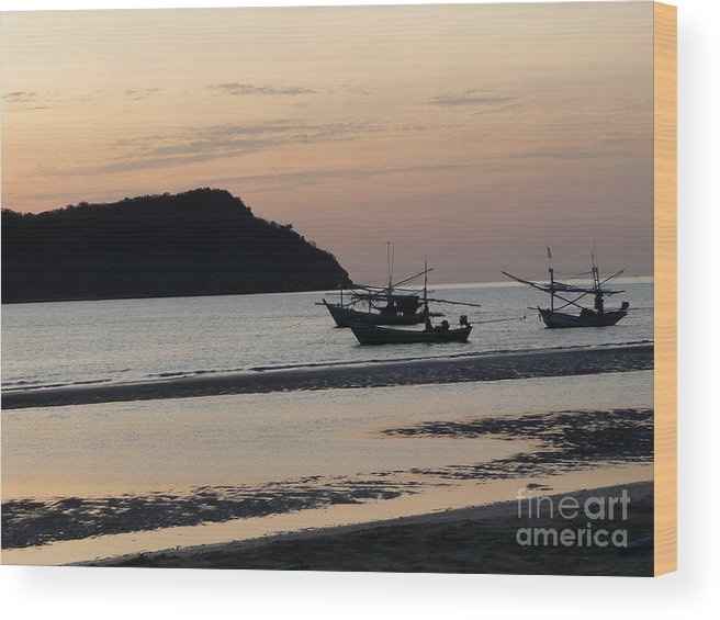 Seascape Wood Print featuring the photograph Low Tide 02 by Pusita Gibbs