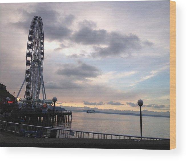 Big Wheel Wood Print featuring the photograph Sun Set Circle Seattle by Monica Salyer