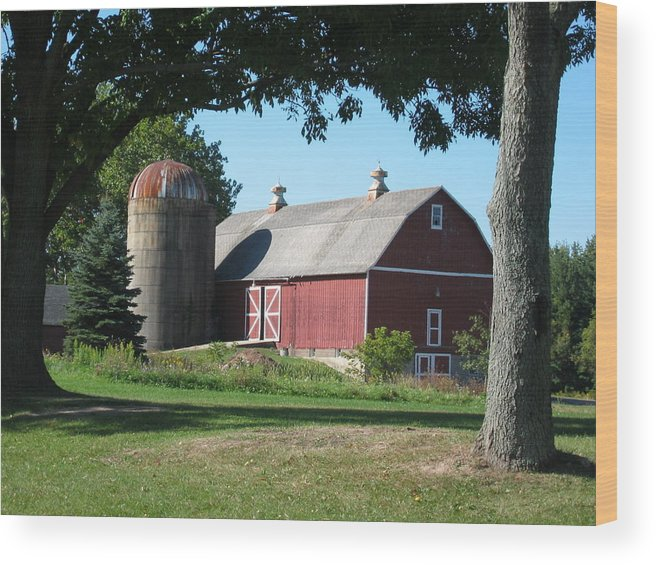 Landscape Wood Print featuring the photograph Barn At Leroy Oaks by Carrie Auwaerter