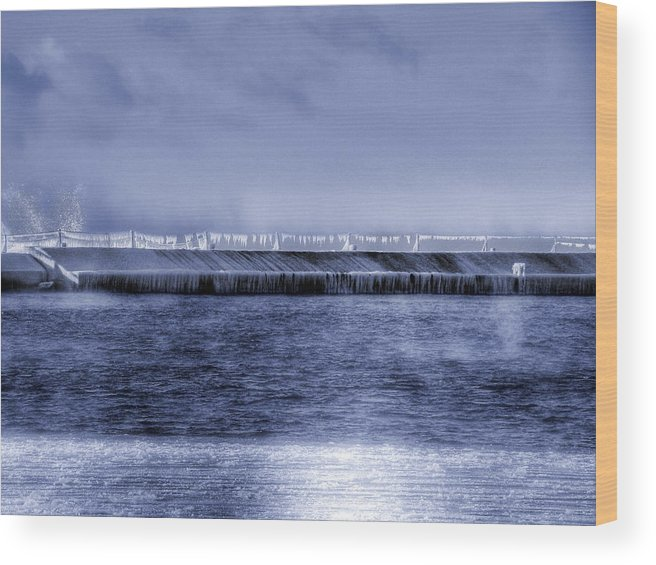 Minnesota Wood Print featuring the photograph Breakwater by Tingy Wende