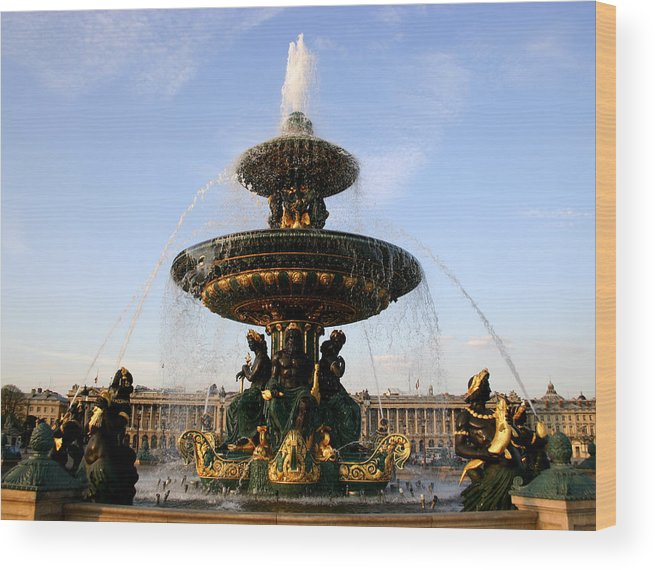 Fountain Wood Print featuring the photograph Fountain In Paris by Hans Jankowski