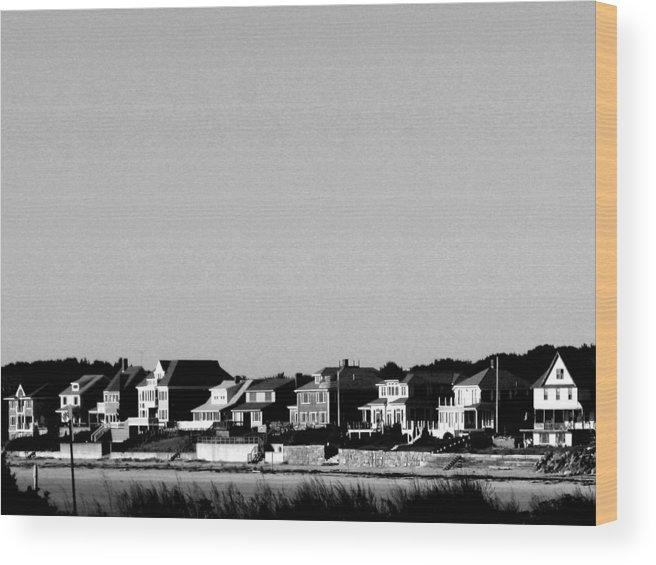 Sea Shore Wood Print featuring the digital art New England Sea Shore by Donna Thomas